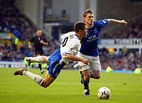 Photo: Scott Heavey.<br />Everton v Chelsea. FA Barclaycard Premiership. 01/11/2003.<br />Joe Cole goes down too easily in the box