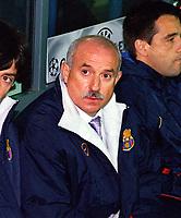 Lorenzo Serra Ferrer (Barcelona Coach)  24/10/2000 Leeds United v Barcelona. UEFA Champions League. Credit: Andrew Cowie / Colorsport.