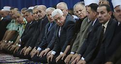 16.07.2015, Ramallah, PSE, Fastenmonat Ramadan, Abbas, im Bild der Palästinensische Präsident Mahmud Abbas // Palestinian President Mahmoud Abbas and his Prime Minister Rami Hamdallah perform the Eid Al-Fitr prayer at Abbas's headquarter, Palestine on 2015/07/16. EXPA Pictures © 2015, PhotoCredit: EXPA/ APAimages/ Shadi Hatem<br /> <br /> *****ATTENTION - for AUT, GER, SUI, ITA, POL, CRO, SRB only*****