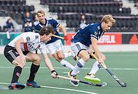 AMSTELVEEN -  Dennis Warmerdam (Pinoke) met Fergus Kavanagh (Amsterdam)    tijdens   hoofdklasse hockeywedstrijd mannen,  AMSTERDAM-PINOKE (1-3) , die vanwege het heersende coronavirus zonder toeschouwers werd gespeeld.  COPYRIGHT KOEN SUYK