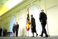 11 JAN 2005, BERLIN/GERMANY:<br /> Eva Luise Koehler, Praesidentengattin, und  Horst Koehler, Bundespraesident, (linke Bildseite) waehrend dem Neujahrsempfang des Bundespraesidenten, Schloss Charlottenburg<br /> IMAGE: 20050111-01-002<br /> KEYWORDS: Bundespräsident, Flagge, Bundesadler, Horst Köhler