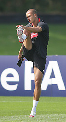09.08.2010. Arsenal Training Ground, London, ENG, Nationalteam England Training, im Bild Bobby Zamora warms up, EXPA Pictures © 2010, PhotoCredit: EXPA/ IPS/ Mark Atkins *** ATTENTION *** UK ..AND FRANCE OUT! / SPORTIDA PHOTO AGENCY