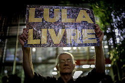 April 17, 2018 - Sao Paulo, Brazil - hundreds of people linked to MTST protest against Lula's arrest and against Rede Globo at the headquarters of the television station in Sao Paulo, (Credit Image: © Dario Oliveira via ZUMA Wire)