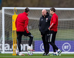 CARDIFF, WALES - Monday, March 29, 2021: Wales' care-taker manager Robert Page (C) chats with captain Gareth Bale (L) and Chris Gunter (R) during a training session at the Vale Resort ahead of the FIFA World Cup Qatar 2022 Qualifying Group E game against the Czech Republic. (Pic by David Rawcliffe/Propaganda)