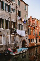 THEMENBILD - Gassen von Venedig bei Tag, aufgenommen am 04. Oktober 2019 in Venedig, Italien // Venice's streets by day, in Venice, Italy on 2019/10/04. EXPA Pictures © 2019, PhotoCredit: EXPA/Stefanie Oberhauser