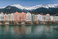 24.03.2020, Innsbruck, AUT, Coronaviruskrise, Österreich, im Bild die bunten Häuser von Innsbruck vor der Nordkette mit dem Inn während der Coronavirus Pandemie // the colourful houses of Innsbruck before the Nordkette with the Inn during the Coronavirus pandemic, Innsbruck, Austria on 2020/03/24. EXPA Pictures © 2020, PhotoCredit: EXPA/ JFK