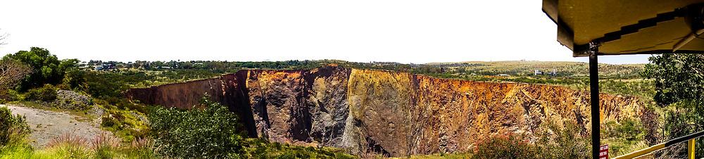13-02-2016 -  Foto Cullinan diamantmijn: the pit. Genomen tijdens tour bij Petra Cullinan Diamantmijn in Cullinan, Zuid-Afrika.