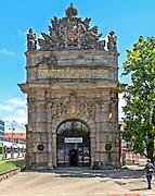 Szczecin, (woj. zachodniopomorskie), 15.07.2013. Brama Portowa /Berlińska/ wzniesiona w 1724 roku, ufundowana przez króla pruskiego Fryderyka Wilhelma I.
