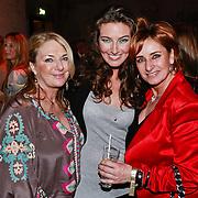 NLD/Amsterdam/20110308 - Modeshow Raak 2011, Bibiane Bouquet en haar moeder en haar tante Lucienne Kenter