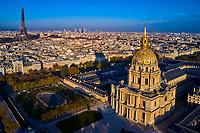 France, Paris (75), zone classée Patrimoine Mondial de l'UNESCO, l'Hôtel des Invalides et la cathédrale Saint-Louis-des-Invalides et la Tour Eiffel // France, Paris, Invalides, Saint-Louis-des-Invalides Cathedral and Eiffel Tower