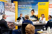 ZOETEMEER, 29-6-2020 .Werkbezoek van Koning Willem Alexander aan logistiek dienstverlener Dachser in relatie tot het actieplan van de Samenwerkingsorganisatie Beroepsonderwijs Bedrijfsleven (SBB) ihkv de gevolgen van de coronacrisis op jeugdwerkloosheid