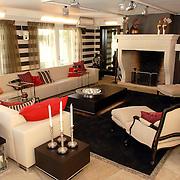 NLD/Eemnes/20060921 - Perspresentatie de Gouden Kooi, villa, woonkamer, bank, open haard