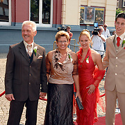 NLD/Groningen/20070609 - Huwelijk Arjen Robben en Bernadien Eillert, ouders Arjen, Hans en Marjo en zus Vivian met partner..Wedding of the dutch Chelsea soccer player Arjen Robben with his girlfriend Bernadien Eillert along with family and friends