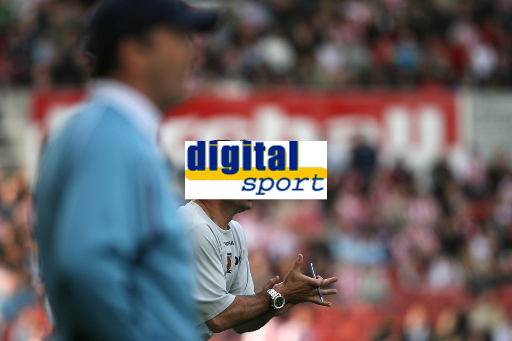 Photo: Pete Lorence.<br />Stoke City v Hull City. Coca Cola Championship. 21/04/2007.<br />Tony Pulis watches over the match as Phil Brown directs his squad.