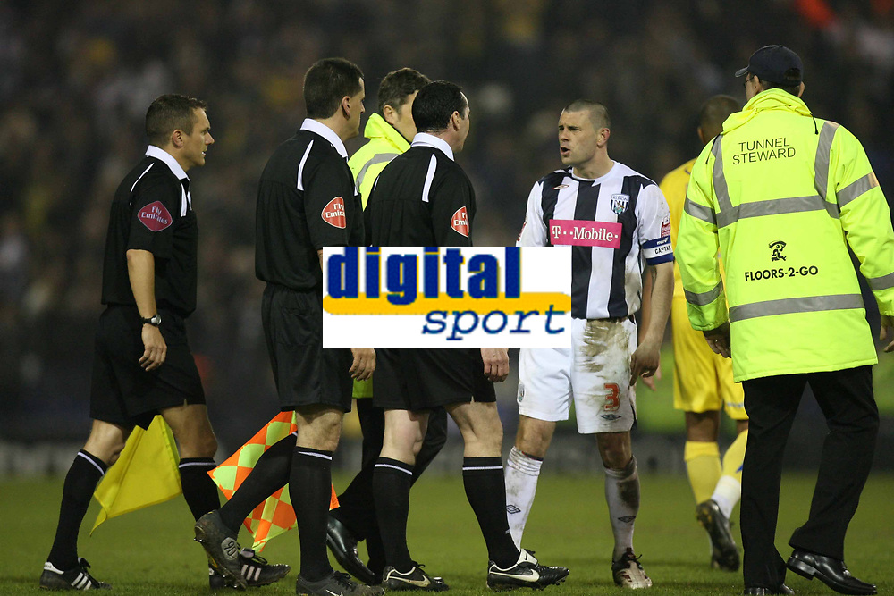 Photo: Rich Eaton.<br /> <br /> West Bromwich Albion v Sheffield Wednesday. Coca Cola Championship. 13/04/2007. West Brom skipper Paul Robinson argues with referee Mr Swarbrick at the end of a gamee which sees 2 West Brom players dismissed late in the second half