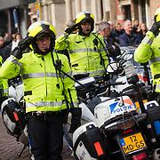 NLD/Rotterdam/20180220 - Herdenkingsdienst Ruud Lubbers, aankomst rouwstoet, politiebegeleiding
