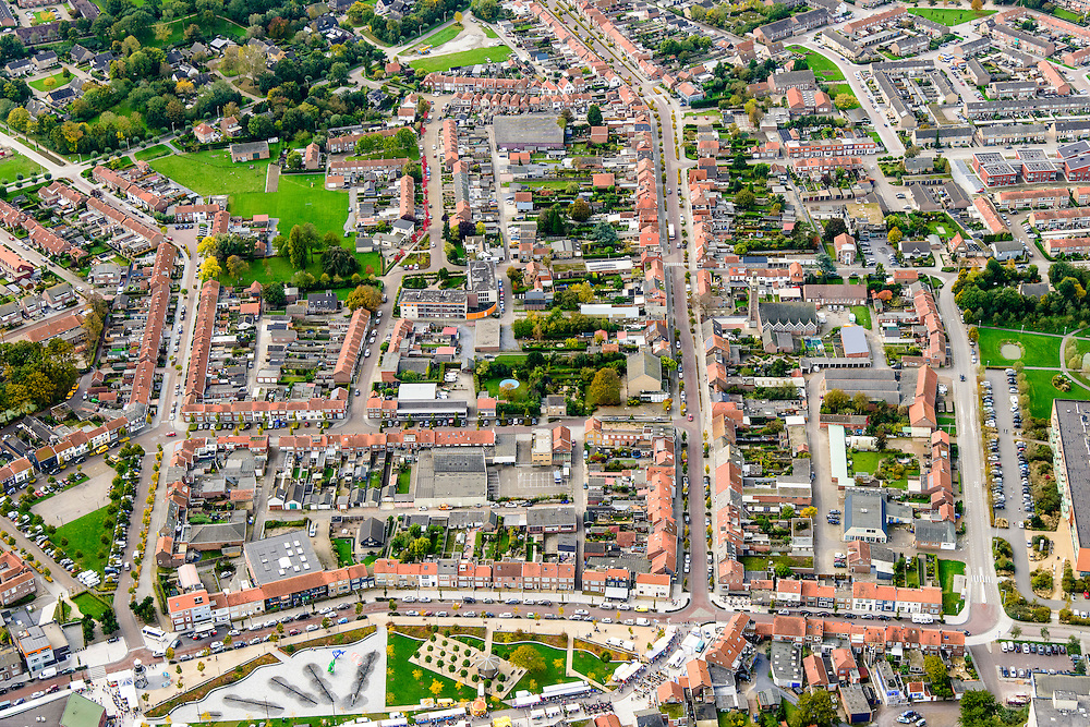 Nederland, Zeeland, Zeeuws-Vlaanderen, 19-10-2014; centrum Breskens met dorpsstraat. Onder in beeld Spuiplein.<br /> Downtown Breskens with its mainstreet Villagestreet (Dorpsstraat).<br /> <br /> luchtfoto (toeslag op standard tarieven);<br /> aerial photo (additional fee required);<br /> copyright foto/photo Siebe Swart