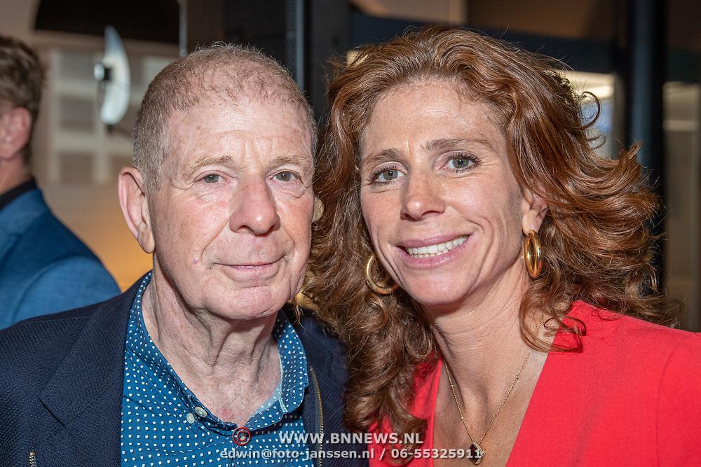 NLD/Amsterdam/201905229 - 10-jarig jubileum van Helden, Barbara Barend en vader Frits Barend
