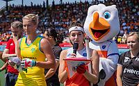 AMSTELVEEN - Eva de Goede (Ned) en Jodie Kenny (Austr.)    voor   de Pro League hockeywedstrijd dames, Nederland-Australie (3-1) COPYRIGHT  KOEN SUYK