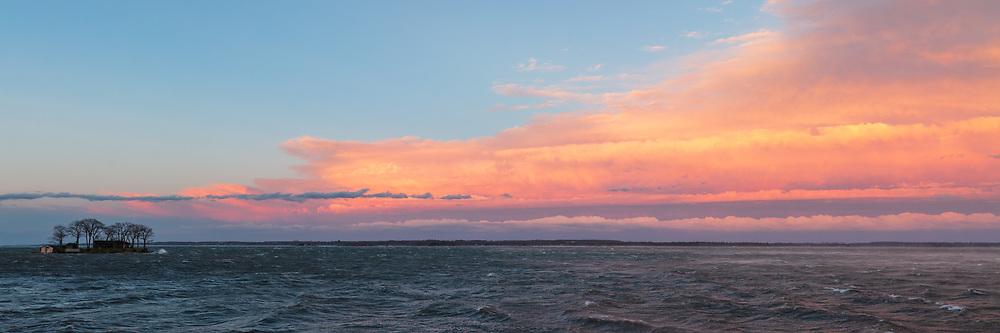 https://Duncan.co/storm-on-the-river-at-dusk