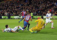Crystal Palace's Fraizer Campbell goes down in the box under a challenge by Sunderland's Santiago Vergini<br /> <br /> - Barclays Premier League - Crystal Palace vs Sunderland- Selhurst Park - London - England - 3rd November 2014  - Picture David Klein/Sportimage