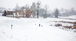 © Licensed to London News Pictures 18/01/2013.  Kenilworth, Warwickshire.   Dog walkers wake up to heavy snow this morning over Kenilworth.  The weekend is expected to bring continuing snow fall across many parts of the UK.  Photo credit : Alison Baskerville/LNP