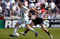 Fotball<br /> Nederland 2004/05<br /> Groningen v Feyenoord<br /> 24. april 2005<br /> Foto: Digitalsport<br /> NORWAY ONLY<br /> ostlund in duel met nevland