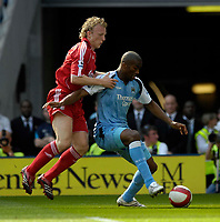 Photo: Jed Wee/Sportsbeat Images.<br /> Manchester City v Liverpool. The Barclays Premiership. 14/04/2007.<br /> <br /> Manchester City's Sylvain Distin (R) shields the ball away from Liverpool's Dirk Kuyt.