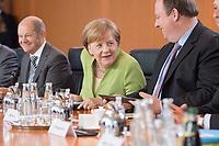 20 JUN 2018, BERLIN/GERMANY:<br /> Angela Merkel (M), CDU, Bundeskanzlerin, vor Beginn der Kabinettsitzung, Bundeskanzleramt<br /> IMAGE: 20180620-01-037<br /> KEYWORDS: Kabinett, Sitzung