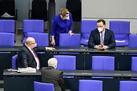 11 FEB 2021, BERLIN/GERMANY:<br /> Peter Altmeier, CDU, Bundeswirtschaftsminister, Horst Seehofer, CSU, Bundesinnenminister, Franziska Giffey, SPD; Bundesfamilienministerin, und Jens Spahn, CDU, Bundesgesundheitsminister, (v.L.n.R.), im Gespraech, vor Beginn der Regierungserklaerung der Bundeskanzlerin zur Bewaeltigung der Corvid-19-Pandemie, Plenum, Reichstagsgebaeude, Deutscher Bundestag<br /> IMAGE: 20210211-01-008<br /> KEYWORDS: Corona, Gespräch, Mundschutz, Maske