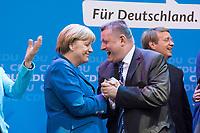 22 SEP 2013, BERLIN/GERMANY:<br /> Angela Merkel (L), CDU, Bundeskanzlerin, und Hermann Groehe (R), CDU Generalsekretaer, feiern ausgelassen das Wahlergebnis am Wahlabend der CDU nach der Bundestagswahl 2013, Konrad-Adenauer-Haus<br /> IMAGE: 20130922-02-021<br /> KEYWORDS: Wahlparty, election party, Feier, feiern, Jubel, jubeln, Applaus, applaudieren, klatschen, Hermann Gröhe