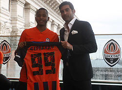 July 17, 2018 - Kiev, Ukraine - New Shakhtar Donetsk player Fernando (L) and head coach Paulo Fonseca (R) attend official presentation in Kiev, Ukraine, 17 July, 2018. (Credit Image: © Str/NurPhoto via ZUMA Press)