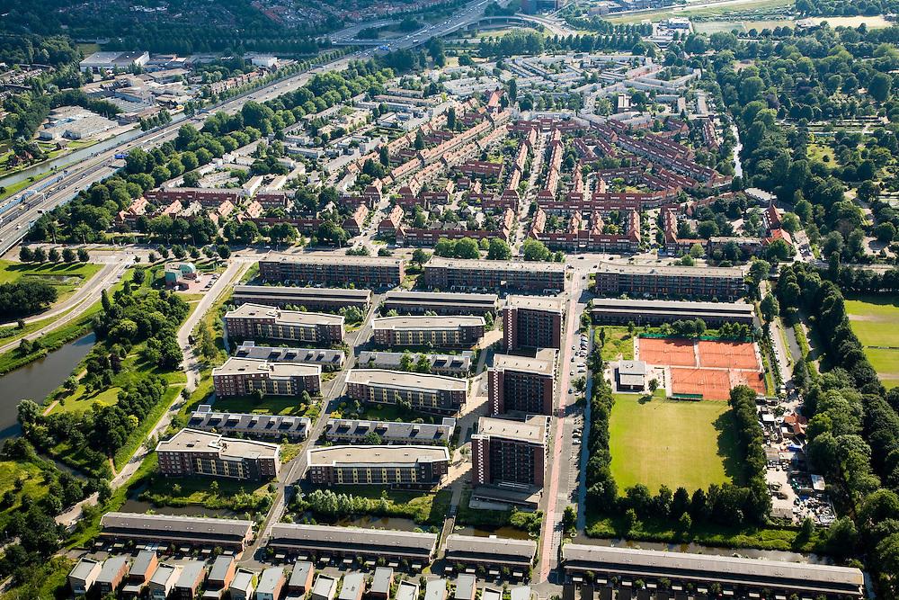 Nederland, Amsterdam, Kruislaan, 17-06-2008; appartementengebouwen en flats in 'Park de Meer' aan de Middenweg, gebouwd op plaats van het voormalige Ajax-stadion 'de Meer'; bovendeel van de foto: de jaren dertig buurt 'Betondorp'; ..luchtfoto (toeslag); aerial photo (additional fee required); .foto Siebe Swart / photo Siebe Swart