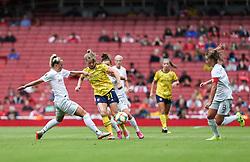 Tabea Kemme of Arsenal passes the ball under pressure - Mandatory by-line: Arron Gent/JMP - 28/07/2019 - FOOTBALL - Emirates Stadium - London, England - Arsenal Women v Bayern Munich Women - Emirates Cup