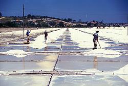 Cabo Frio, RJ, Brasil. Ano 1999..Salinas./ Salt evaporation pond..Foto Rubens Chaves/Argosfoto