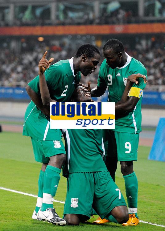Fotball<br /> OL 2008 Beijing<br /> Foto: imago/Digitalsport<br /> NORWAY ONLY<br /> <br /> 19.08.2008<br /> Nigeria v Belgia<br /> Torjubel Nigeria, v.li.: Chibuzor Okonkwo, Chinedu Ogbuke Obasi und Victor Obinna<br /> <br /> BILDET INNGÅR IKKE I FASTPAKKER OL