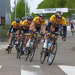 Olympia Tour Noordwijkerhout-Hoofddorp leider Coen Vermeltvoort zt in de tweede groep dus Shanks-De Rijke moest achtervolgen