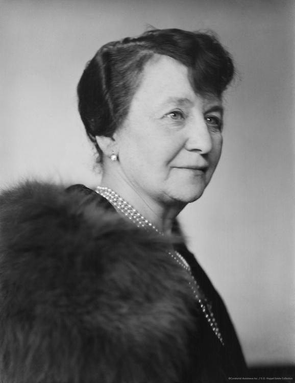 Dora Bromberger, <br /> artist, 1927