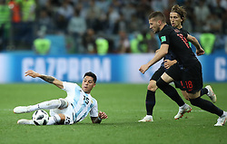 NIZHNY NOVGOROD, June 21, 2018  Enzo Perez (L) of Argentina competes during the 2018 FIFA World Cup Group D match between Argentina and Croatia in Nizhny Novgorod, Russia, June 21, 2018. (Credit Image: © Wu Zhuang/Xinhua via ZUMA Wire)