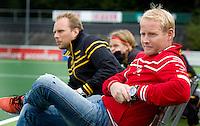 AMSTELVEEN - Den Bosch coach Sjoerd Marijn met assistent Steijn Spreij (l) tijdens de hoofdklasse competitiewedstrijd hockey tussen de mannen van Amsterdam en Den Bosch (5-5). COPYRIGHT KOEN SUYK