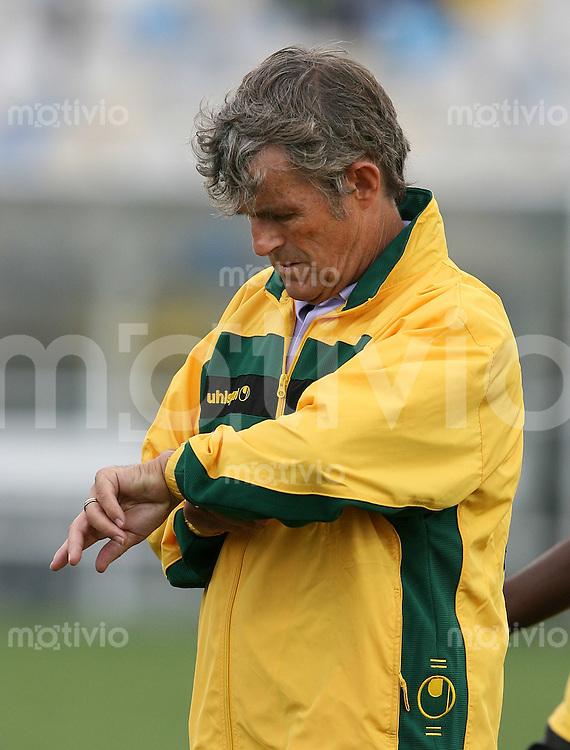 Fussball International Testspiel  Schweiz 2-0 Jamaica JAM Trainer Bora Milutinovic scheut auf die Uhr