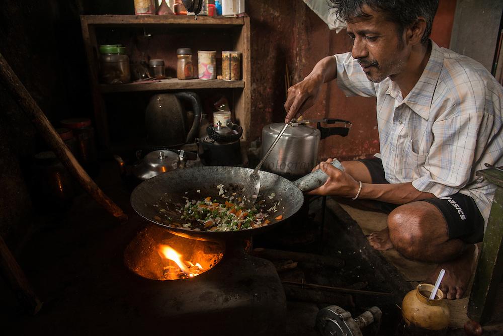 Khasi man cooking<br /> Nongriat, Khasi Hills<br /> Meghalaya, ne India<br /> Range: South China, NE India, Burma
