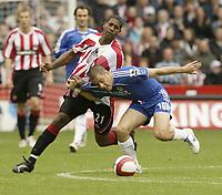 Photo: Aidan Ellis.<br /> Sheffield United v Chelsea. The Barclays Premiership. 28/10/2006.<br /> Chelsea's Joe Cole battles with Sheffield's Mikele Liegertwood