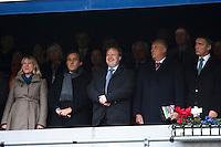 Anniken Huitfeldt (t.v.), Michel Platini, Yngve Hallèn, Kong Harald og Jens Stoltenberg (t.h.) på tribunen under cupfinalen i fotball for menn mellom Brann og Aalesund på Ullevaal Stadion i Oslo søndag ettermiddag.