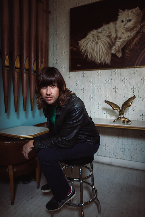 Rhett Miller photographed at The Elvis Room in Portland, Oregon, January 2020. Photo by Jason Quigley.