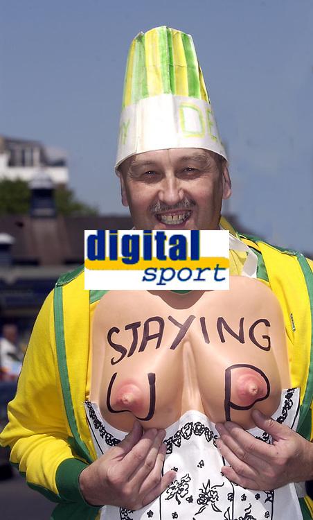 Photo: Daniel Hambury, Digitalsport<br /> Fulham v Norwich City.<br /> FA Barclays Premiership.<br /> 15/05/2005.<br /> A Norwich fan hopes his team can stay up<br /> Norway only.