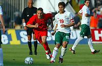 Fotball<br /> EM-kvalifisering Bulgaria v Belgia<br /> 6. september 2003<br /> Sofia<br /> Foto: Digitalsport<br /> Norway Only<br /> Wesley Sonck fra Belgia og Stilian Petrov fra Bulgaria