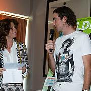 NLD/Amsterdam/20140507 - Presentatie Helden Magazine nr. 22, Barbara Barend met Bob de Jong