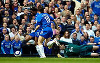 Photo: Ed Godden.<br />Chelsea v Everton. The Barclays Premiership. 17/04/2006.<br />Joe Cole (C) scores for Chelsea, but was not allowed.