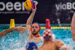 ROTTERDAM - Pascal Janssen van Nederland in actie tegen Kroatie tijdens het olympisch kwalificatietoernooi. De Nederlandse waterpoloers zijn op jacht naar een startbewijs voor de Olympische Spelen. ANP RONALD HOOGENDOORN